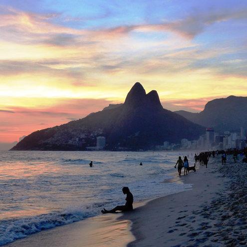 Coucher de soleil en direct d'Ipanema à Rio de Janeiro